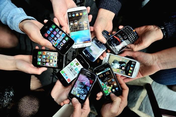 FRANCE-ECONOMY-TELECOMMUNICATION-SMARTPHONES